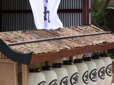贅沢な杉皮の屋根