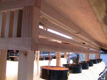 こだわりの屋根下の欄間 電気配線・照明部品装備済み